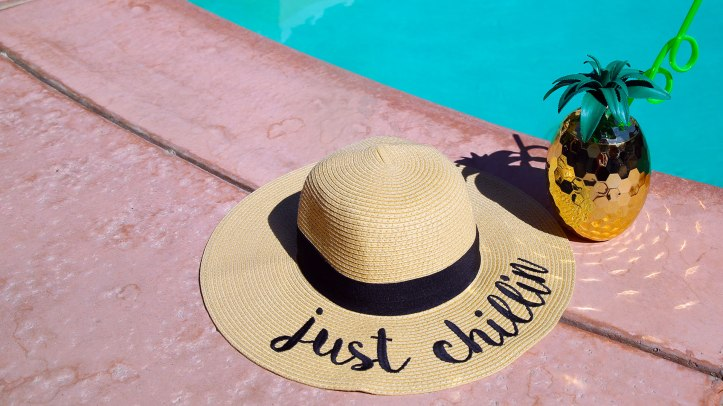 pool_party_accessories_hat_web_d4123822-64a6-45e8-92ee-56ef3232e760
